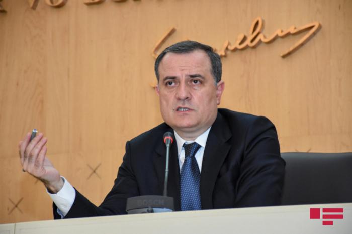 """Jeyhun Bayramov:   """"Discutimos el trabajo de la Comisión Económica Intergubernamental Serbio-Azerbaiyana"""""""