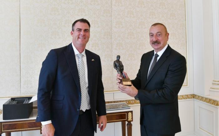 Le président Aliyev reçoit une délégation dirigée par le gouverneur de l