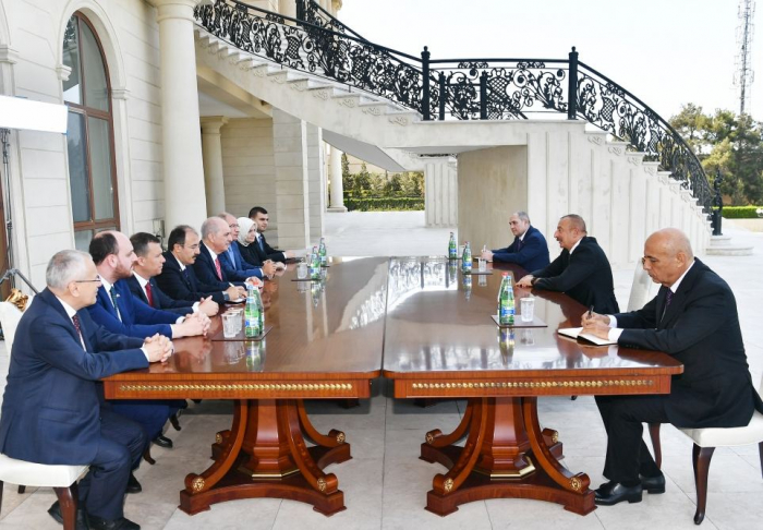 Aserbaidschanischer Präsident empfängt türkische Delegation