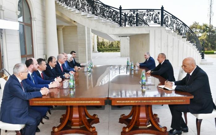 Ilham Aliyev recibe al vicepresidente primero del Partido de la Justicia y el Desarrollo de Turquía