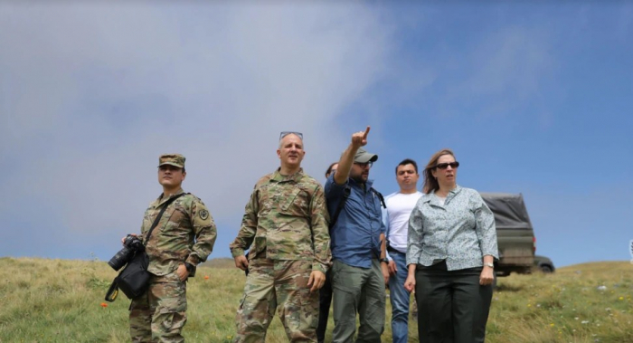 La embajadora de EEUU en Armenia, en la frontera con Azerbaiyán