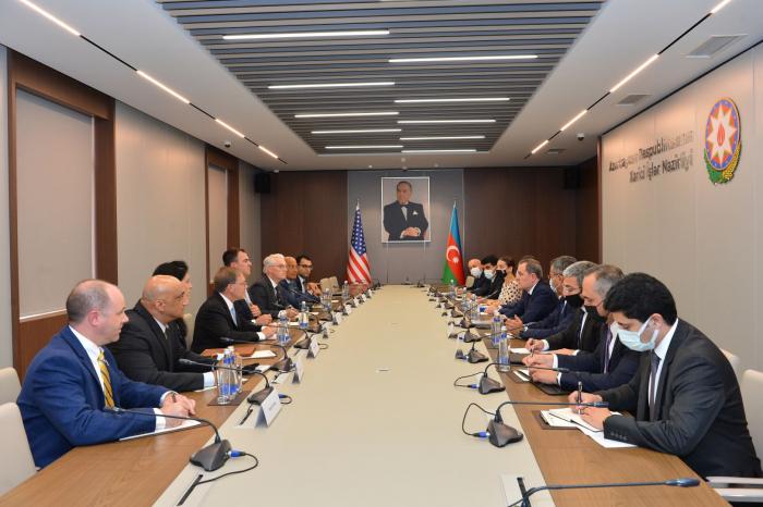 Azerbaijani FM receives delegation led by Oklahoma governor
