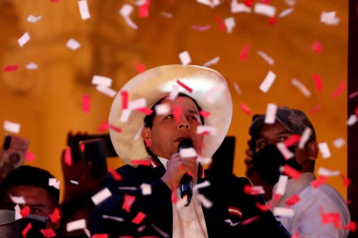 Pedro Castillo asume la Presidencia de Perú con la participación del rey de España y seis mandatarios latinoamericanos