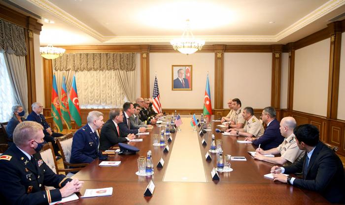 Zakir Hasanov se reúne con la delegación del estado estadounidense de Oklahoma