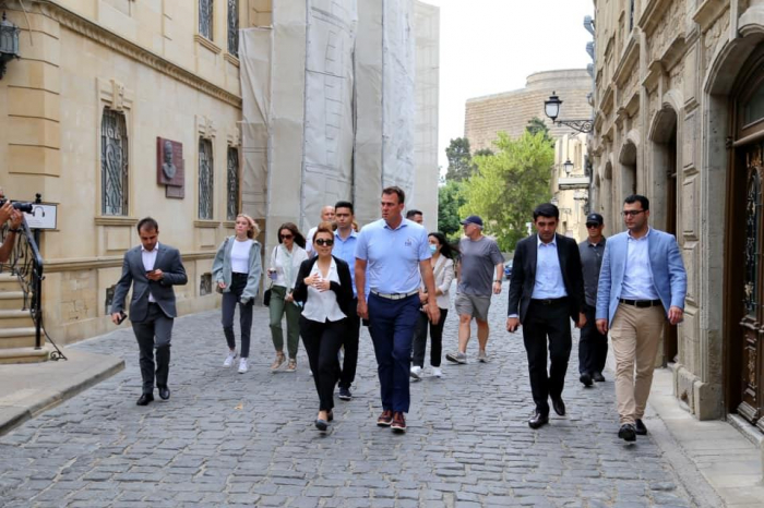 Oklahoma governor, his family members visit some places in Baku city
