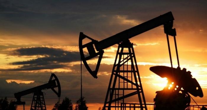 النفط ينخفض بعد قرار أوبك + بشأن الصفقة