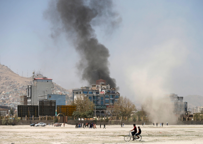 Rockets fired on Afghan presidential palace