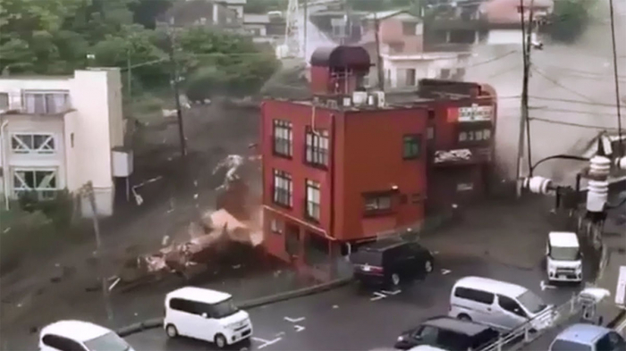 Yaponiyada dəhşətli torpaq sürüşməsi-   VİDEO
