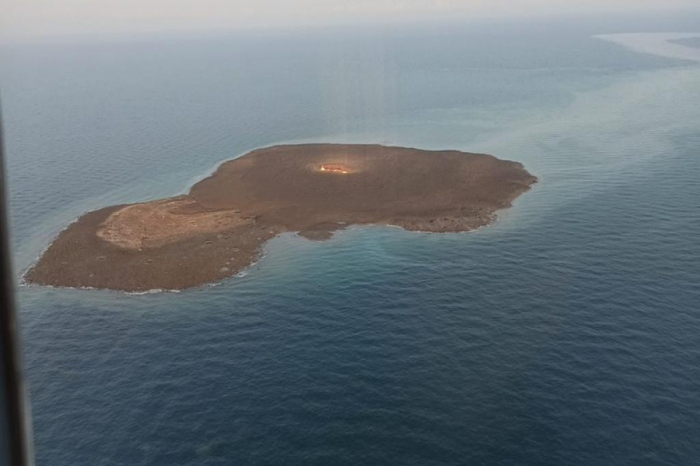 Azerbaijan MES releases  video  footage ofexplosion in Caspian Sea