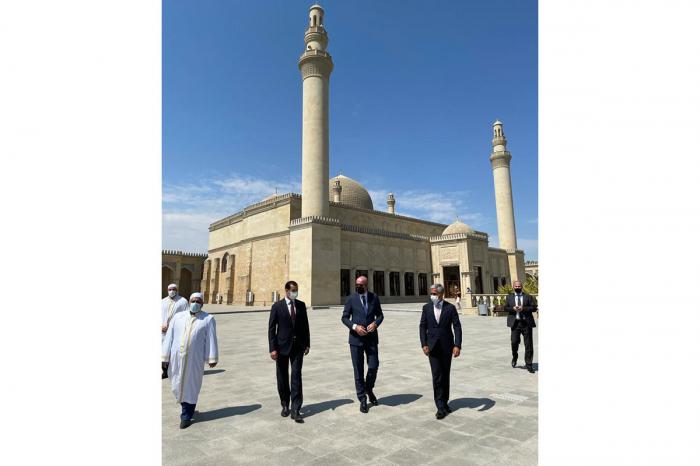 Le président du Conseil européen visite la mosquée Djuma à Chamakhy