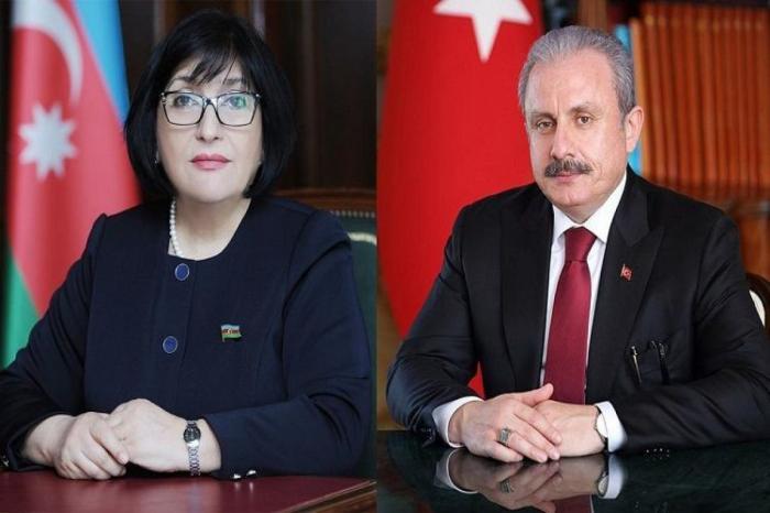 Sahiba Gafarova et Mustafa Shentop ont eu une conversation téléphonique