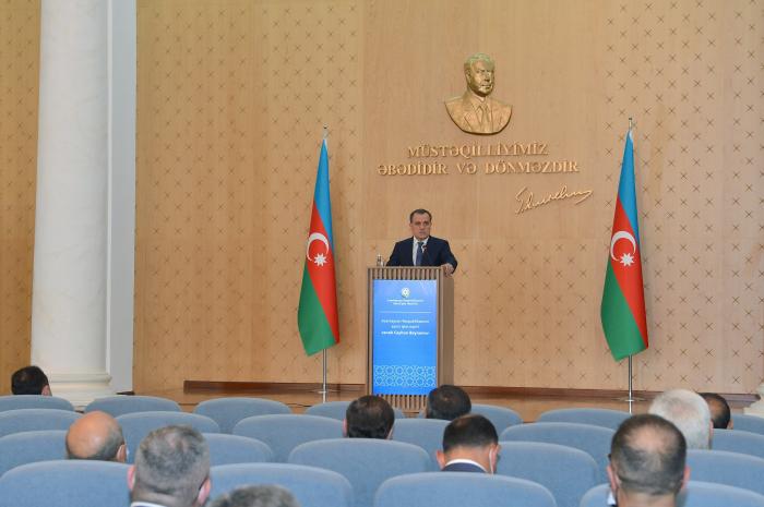 Ceyhun Bayramov diplomatik nümayəndəliklərin rəhbərləri ilə görüşdü