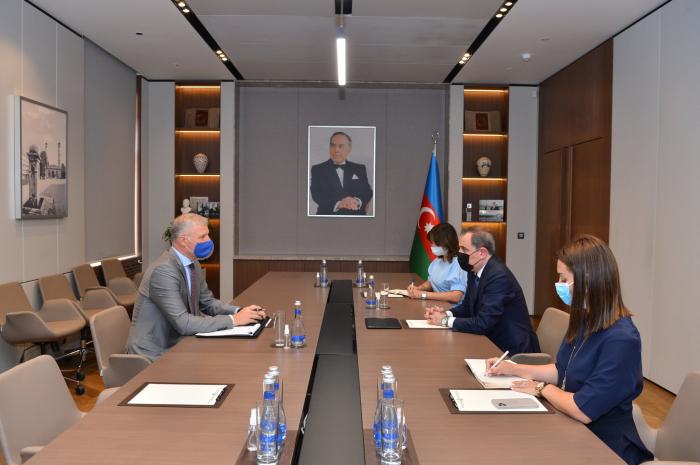 El ministro de Asuntos Exteriores de Azerbaiyán se reúne con el representante de la Unión Europea en el país