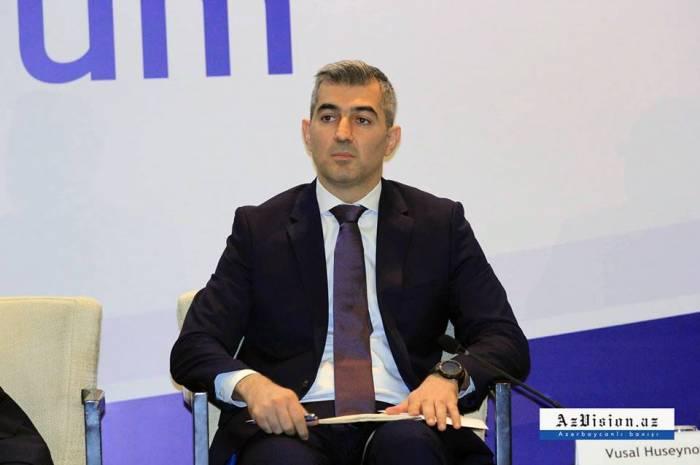 فوسال حسينوف يعقد مؤتمرا صحفيا - بث مباشر