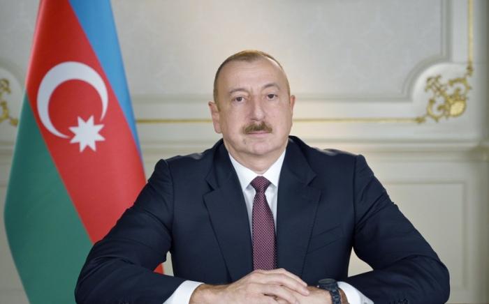 Prezident Elman Bayramovu təltif edib