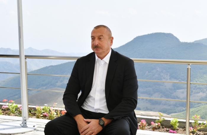 """الرئيس:   """"أذربيجان تعاني من الحرب،لكن المال يعطى لأرمينيا"""""""
