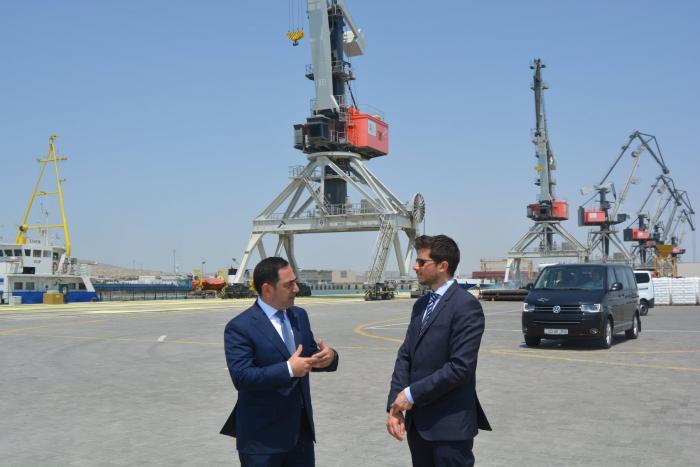السفير الإسرائيلي يزور ميناء باكو