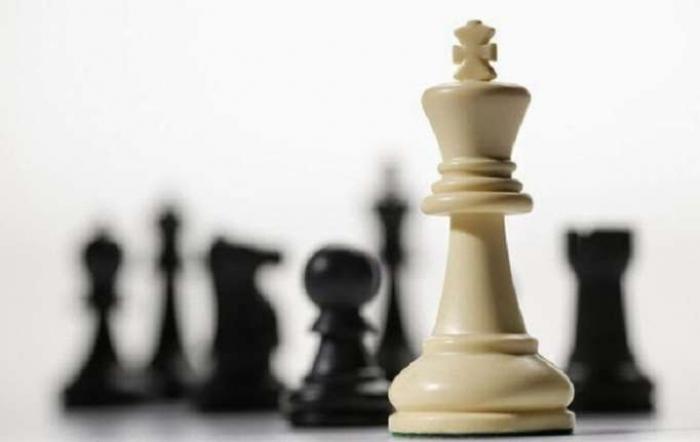 Zwei aserbaidschanische Spieler treten beim Schachfestival in Serbien an
