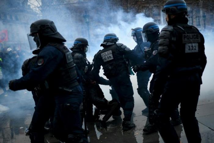 Fransada etiraz aksiyalarında 71 nəfər saxlanılıb