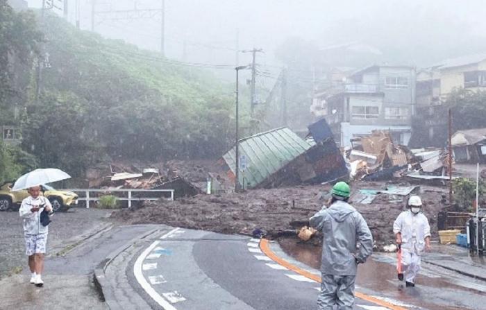 Yaponiyada torpaq sürüşməsi 10 nəfərin ölümünə səbəb olub