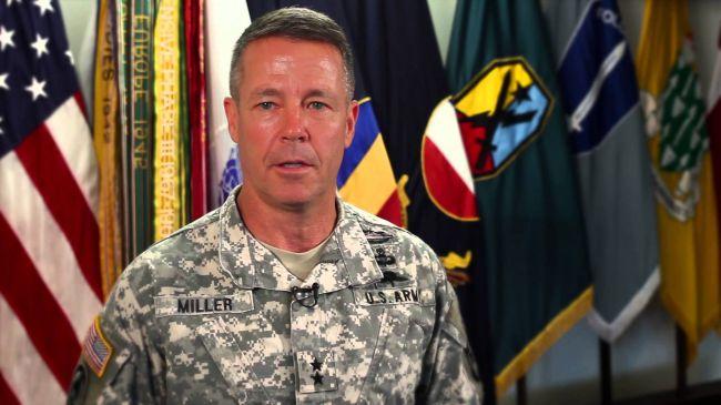 Əfqanıstandakı ABŞ qüvələrinin komandiri vəzifəsini tərk edir