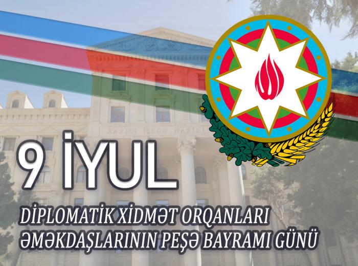 Ceyhun Bayramov diplomatları təbrik edib