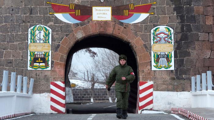 Gümrü polisi  sərxoş rus hərbçini  saxlayıb