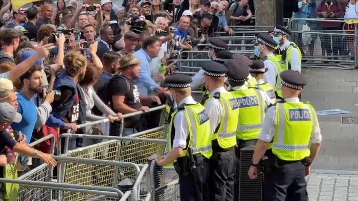 Pandémie: La police disperse une manifestation contre les restrictions sanitaires àLondres