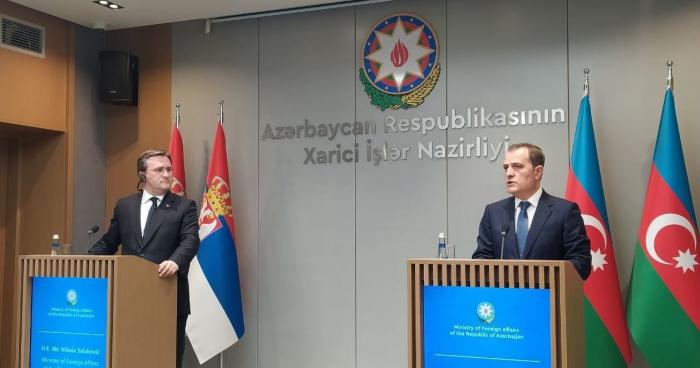 Conférence de presse conjointe du ministre azerbaïdjanais des AE et de son homologue serbe à Bakou