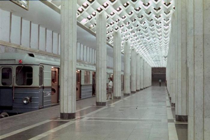 Metroda insident:    Qatarların hərəkətində fasilə yaranıb