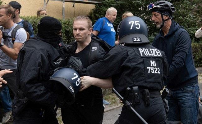 Berlin: Covid sceptics defy protest ban -   NO COMMENT