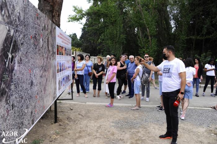 Periodistas extranjeros se familiarizan con los crímenes de guerra cometidos por los armenios en Ganyá