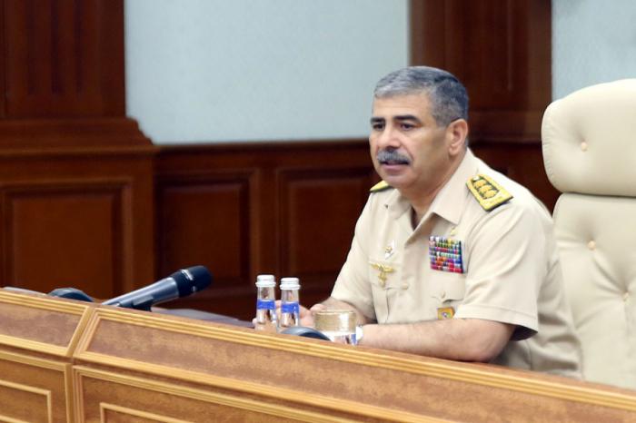 El ministro de Defensa de Azerbaiyán ordena estar preparados y detener inmediatamente las provocaciones de las fuerzas armenias