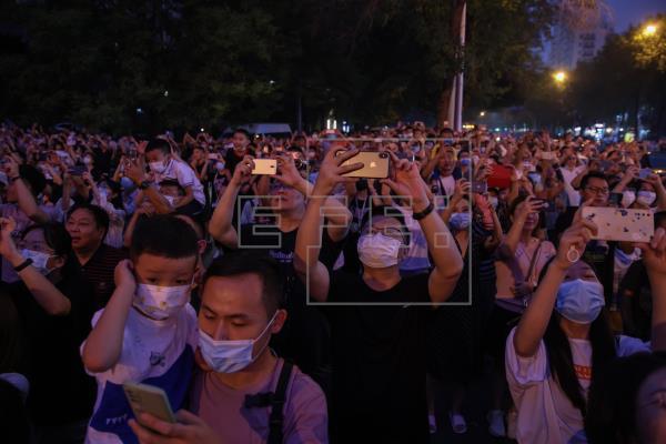 China detecta 98 nuevos casos de coronavirus, 55 de ellos por contagio local