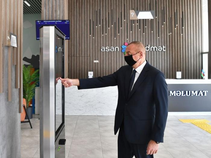 """Presidente Ilham Aliyev asiste a la inauguración del centro n°6 """"ASAN xidmət"""" de Bakú - VIDEO"""