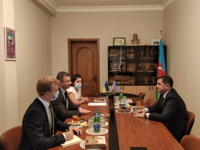 Azerbaiyán y Ucrania discuten el desarrollo de las relaciones