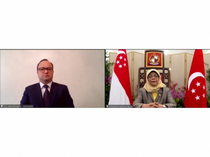 El embajador de Azerbaiyán presenta sus cartas credenciales a la presidenta de Singapur