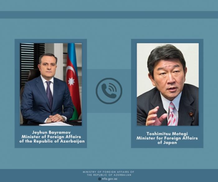 Los ministros de Asuntos Exteriores de Azerbaiyán y Japón mantienen una conversación telefónica