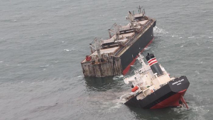 Ship breaks into two off Japan causing oil leak -   NO COMMENT