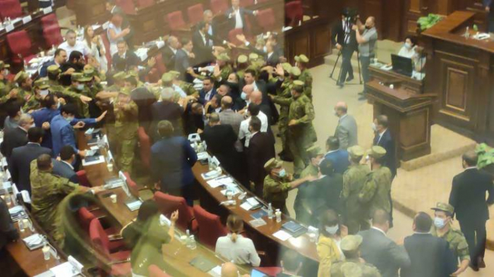 Situation in Armenian parliament escalates: Deputies threw water bottles at each other -  VIDEO