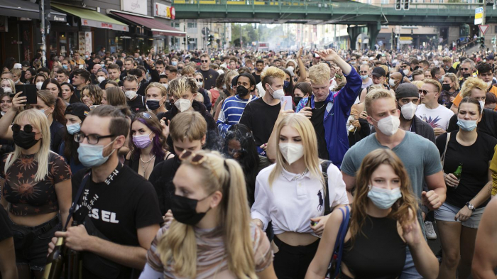 Hundreds protest against coronavirus restrictions in Berlin -   NO COMMENT