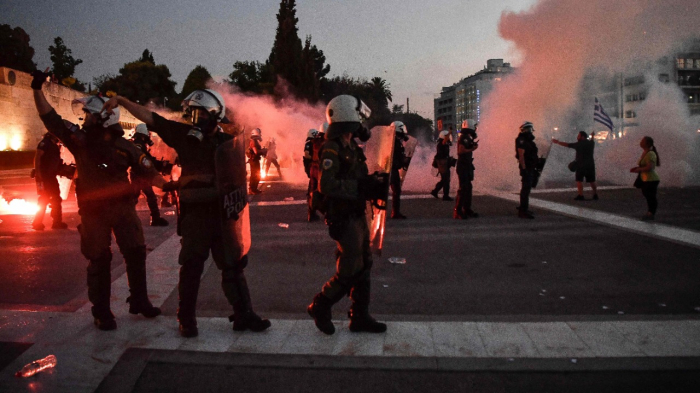 Greek police fire tear gas as 7,000 protest vaccine rules in Athens -   NO COMMENT
