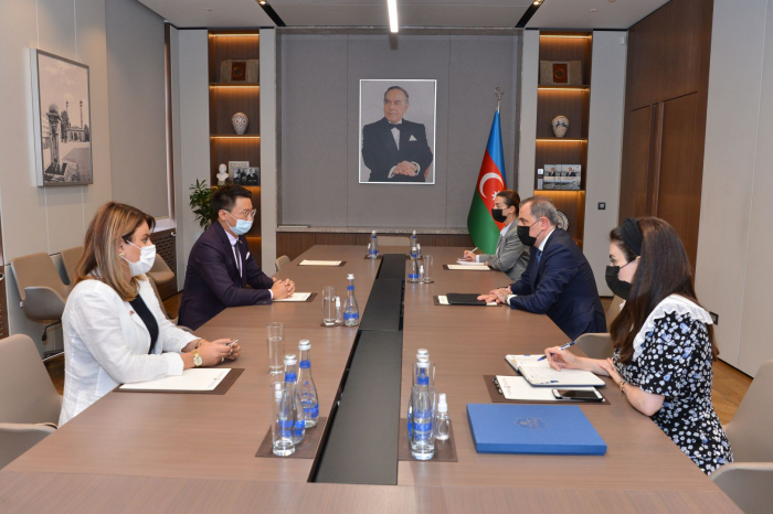Jeyhun Bayramov meets with director of British Council in Azerbaijan