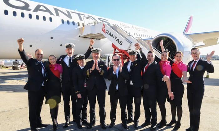 """""""Qantas"""" 2500 işçisini ödənişsiz məzuniyyətə göndərir"""