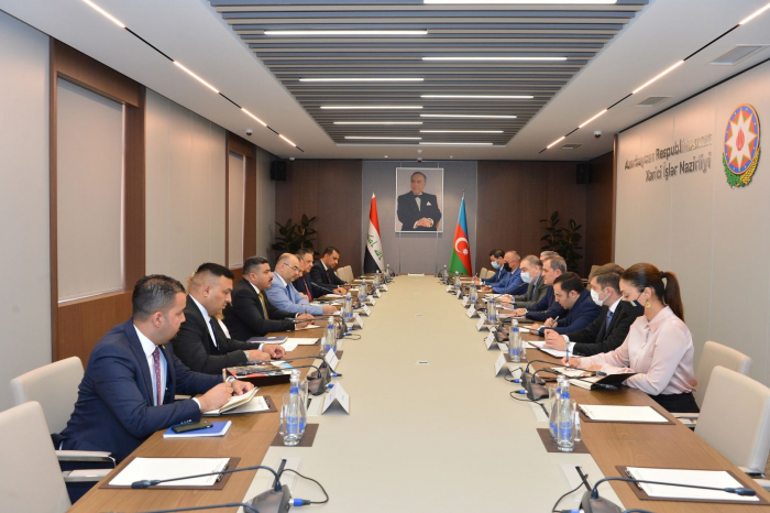 Azerbaijani FM, Iraqi minister exchange views over issues of mutual interest