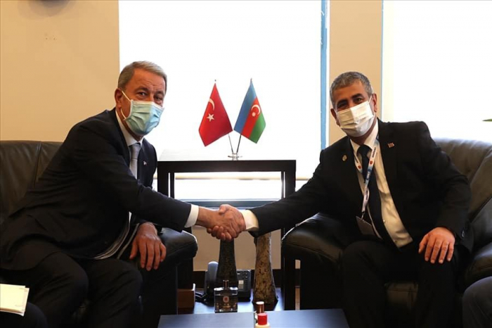 Azerbaijani defense minister meets with Turkish counterpart
