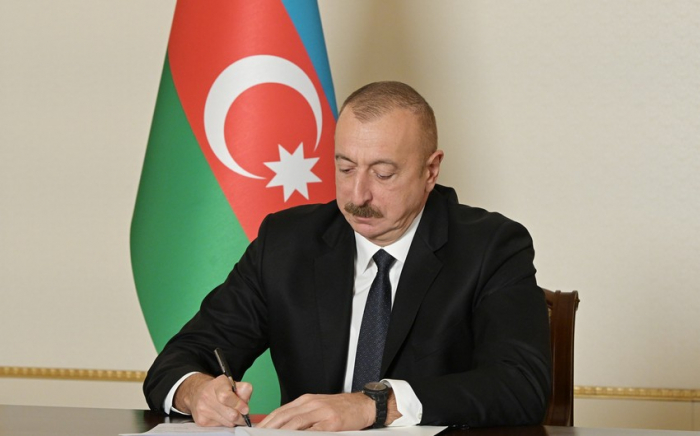 Prezident Akif Hümbətovu təltif edib