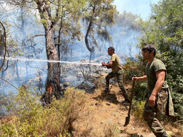 Des pompiers azerbaïdjanais dans la zone d