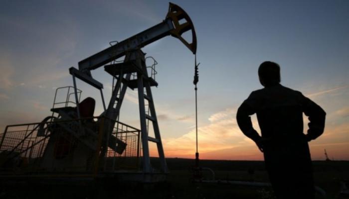 Les cours du pétrole continuent de baisser