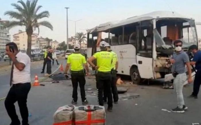 Antaliyada turist avtobusu qəzaya uğrayıb:    ölənlər var